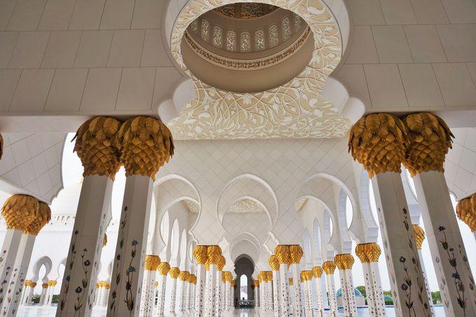 まさに豪華絢爛!見とれてしまう程美しい「グランド・モスク」