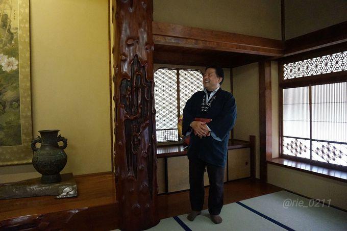 毎朝10時から開催される、主人による館内ツアーは必見