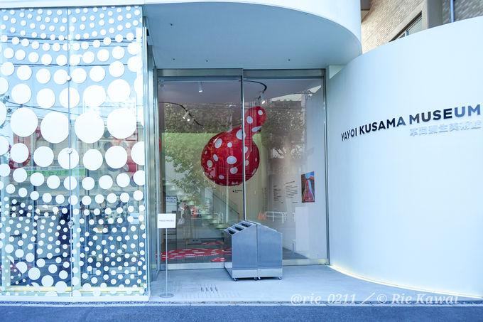美術館に入る時から、草間彌生ワールドが広がる