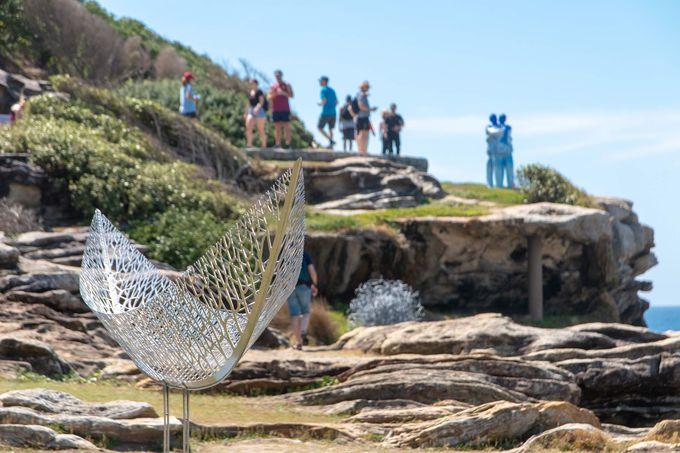 毎年100以上の彫刻作品が展示