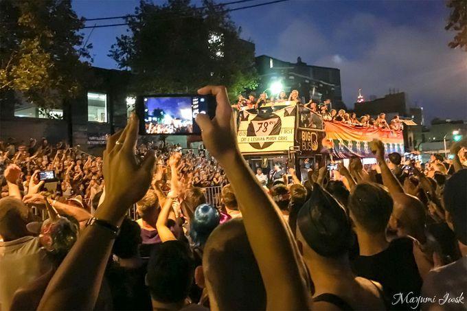大盛り上がりのパレード