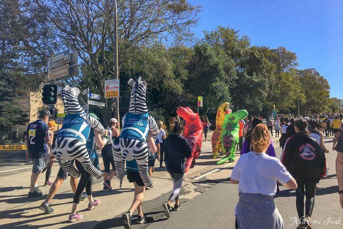 シティ中心のハイドパークからマラソンがスタート!