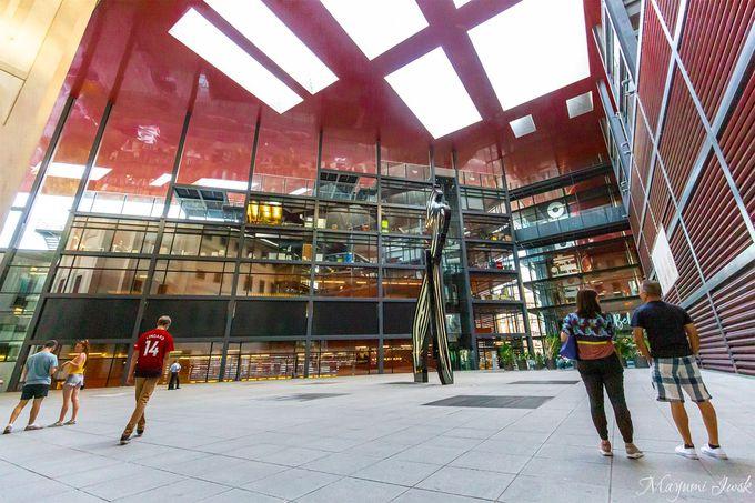 有名建築家ジャン・ヌーヴェルが設計した新館