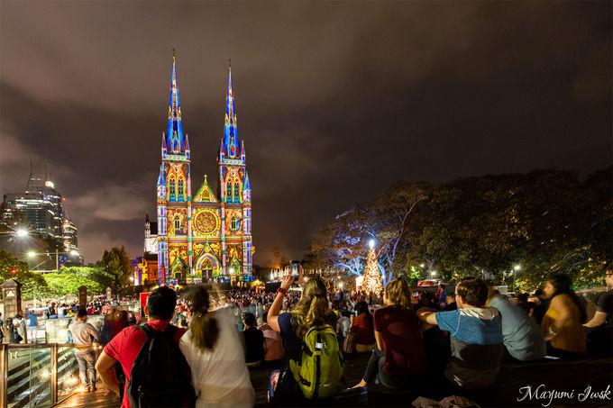 5.教会に映し出されるプロジェクションマッピング「セントメアリー大聖堂」