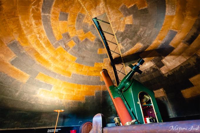 レトロな館内と歴史ある天体望遠鏡
