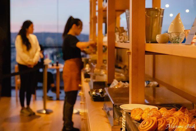 レストラン「クーモ」で朝日を浴びながら朝食