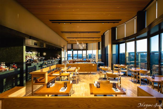 開放感あるルーフトップバー&レストラン「ソル」