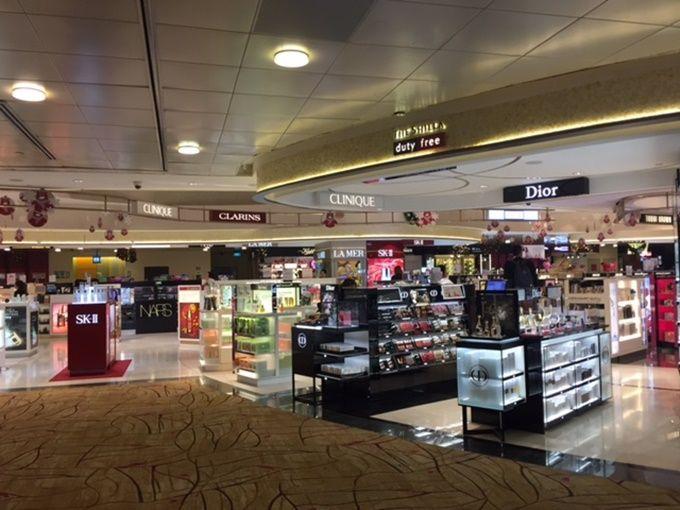 チャンギ国際空港でショッピングも満喫