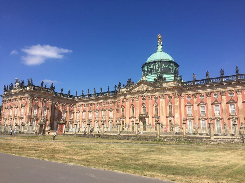 バロック様式の巨大建築、新宮殿