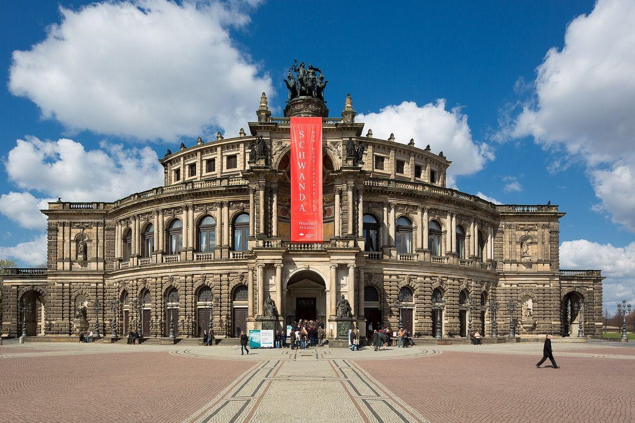 内装が豪華絢爛「オペラハウス・ゼンパーオーパー」