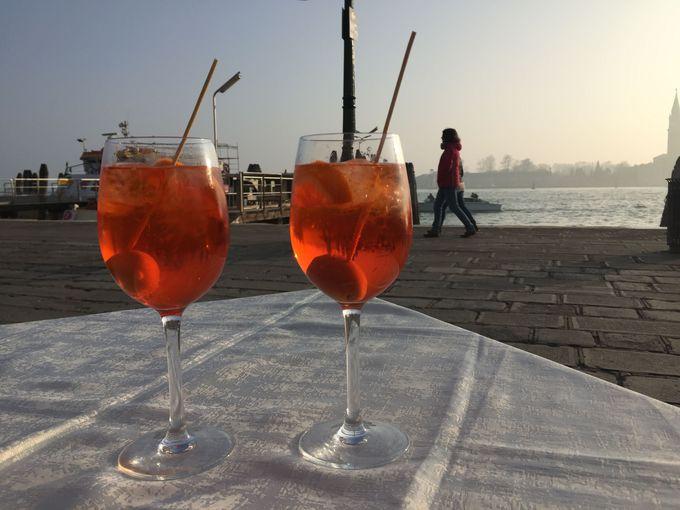海岸沿いでの休憩に最適「Riviera del Leon」