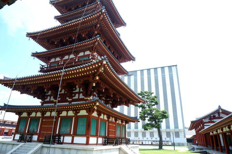 奈良「薬師寺」は天皇が皇后の病気平癒のために発願した愛の結晶。