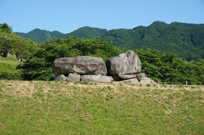石舞台は飛鳥時代の遺構として、もっとも有名で人気のあるスポット