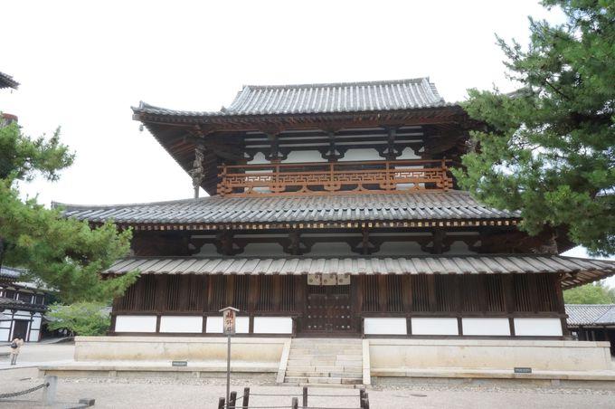 法隆寺の中心である金堂はとにかく凄い。