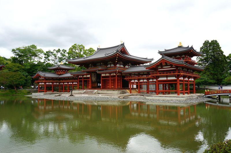 現代によみがえりゆく極楽浄土の世界。京都・平等院鳳凰堂