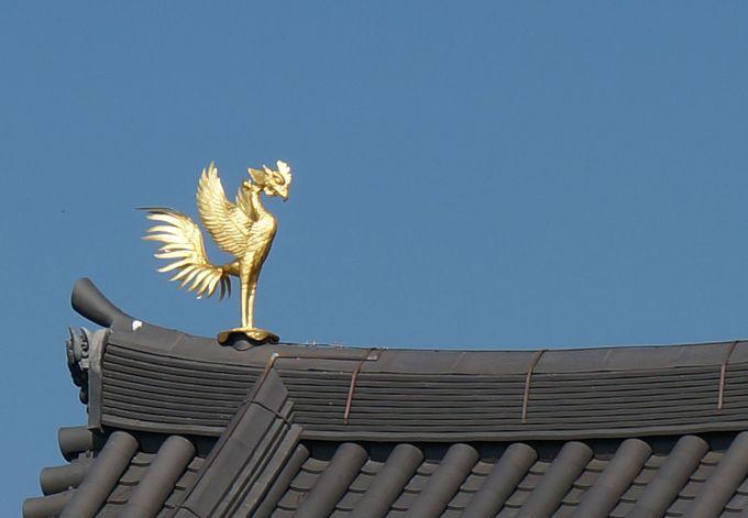 金色の姿に甦った一対の鳳と凰。