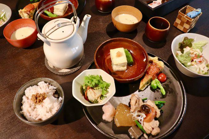 13時:お昼は可愛らしい店内で人気の「カフェことだま」へ!