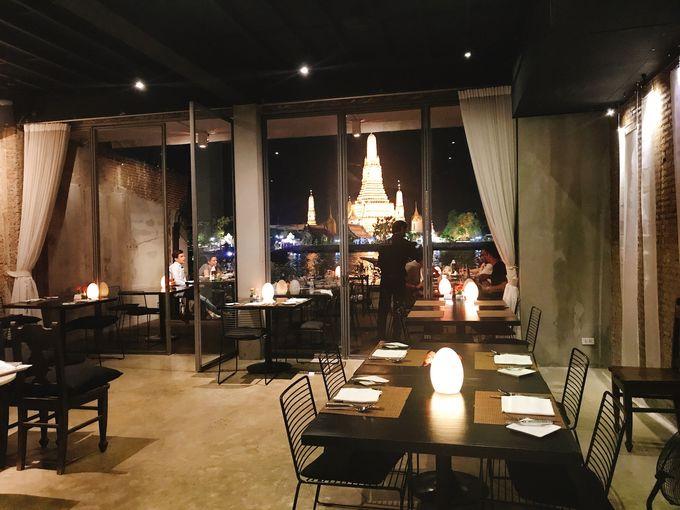 夜はワットアルンが見える絶景レストランへ!