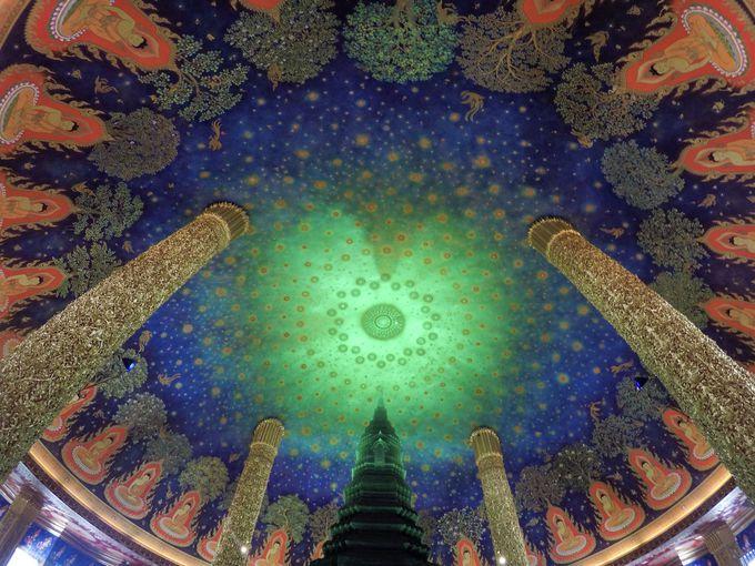 思わず息をのむ美しさ!ワットパクナムの美しい天井画!
