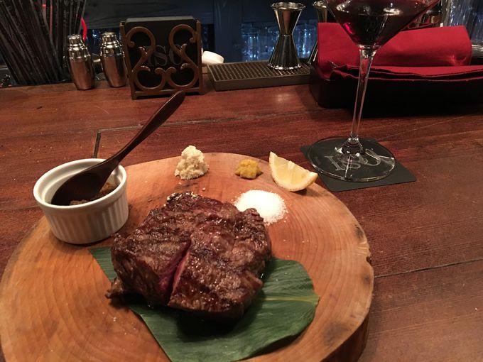 ディナーなら薪焼きステーキは外せない!
