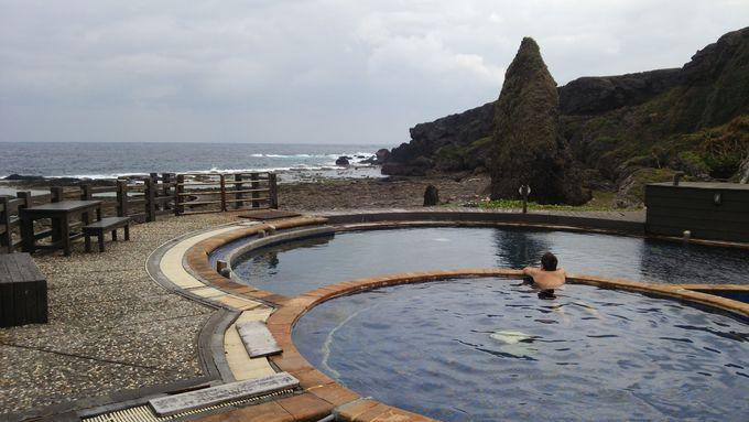 海底から温泉が湧き出す「朝日温泉」を満喫