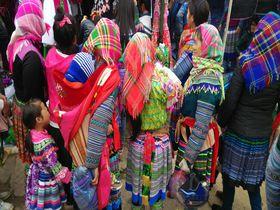 民族衣装の華が咲く!ベトナム北部秘境「バックハーの日曜市」