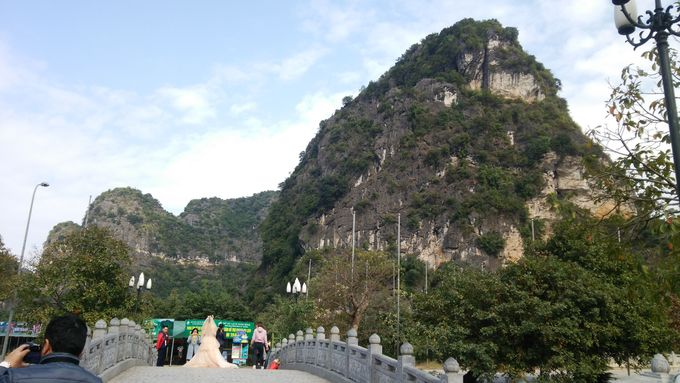 奇石・奇岩がゴロゴロしている田園風景が現れる!