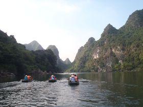 洞窟ギリギリ!ベトナム世界遺産「チャンアン」探検クルーズ