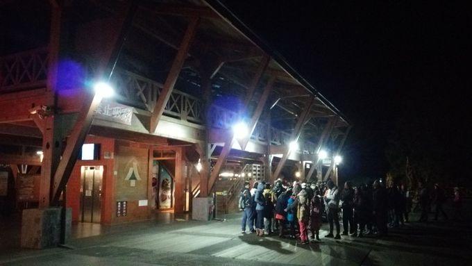 阿里山駅では深夜暗闇の苦行大行列
