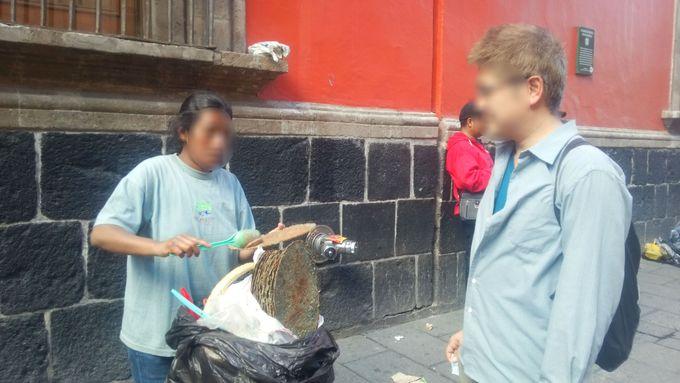 ランチ:歴史地区のソカロ広場周辺でタコスを!