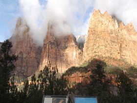 アメリカ・グランドサークル「ザイオン国立公園」の渓谷美トレッキング