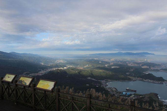 山頂からの絶景!基隆市への海岸線や陰陽海の眺望