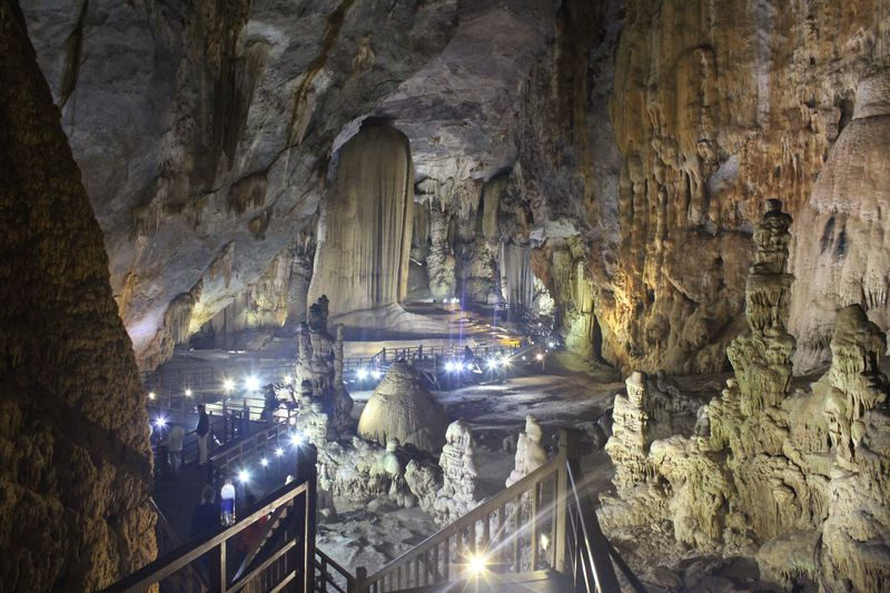 ベトナムの「パラダイス洞窟」が美しい!フォンニャケバン国立公園