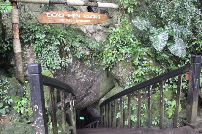 ついに洞窟潜入!入り口すぐが驚愕の美しさ!