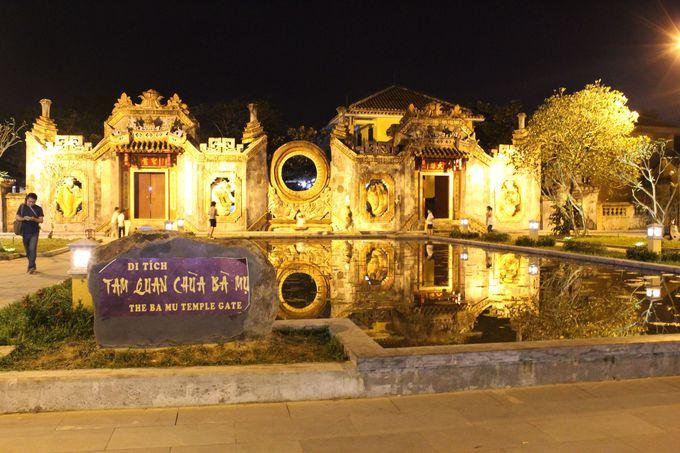 8.バムー寺の門前