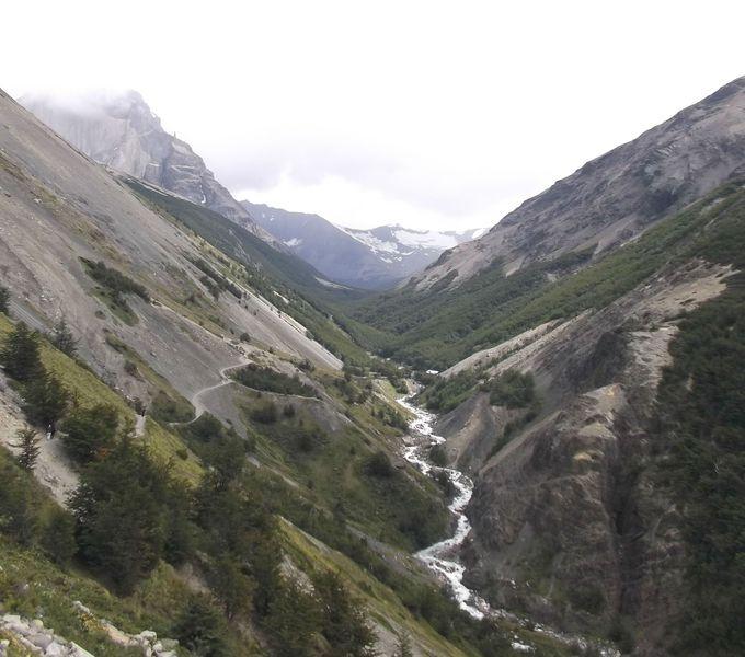 氷河が削った谷間を行くコース