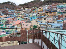 釜山の甘川文化村を一望!パンガバンガゲストハウス宿泊で社会貢献
