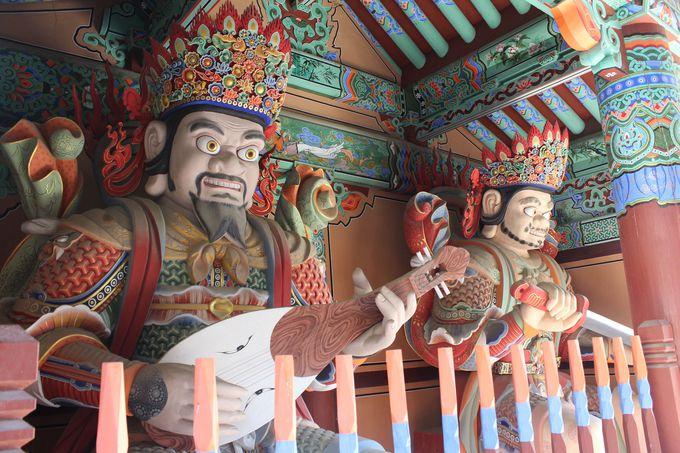 金井山中腹の梵魚寺からハイキングスタート