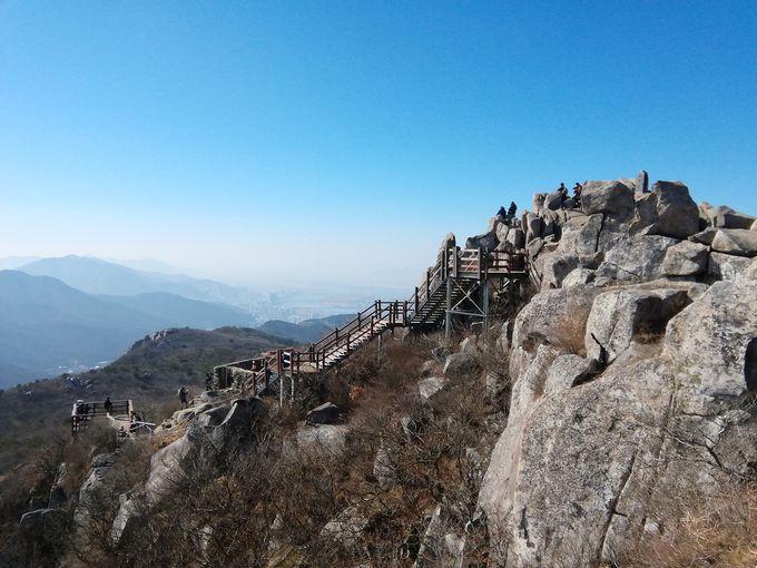 絶景の見晴らし台「金井山姑堂峰」山頂へ