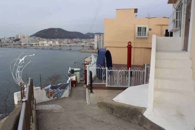 2.「韓国のサントリーニ」白色の岸壁は白瀬文化村