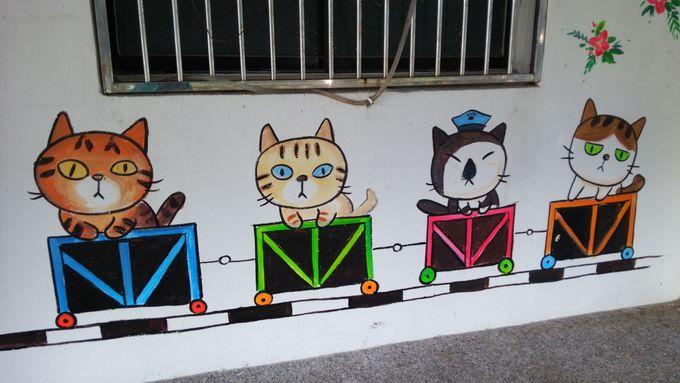 ショップや通りも猫デコレーション