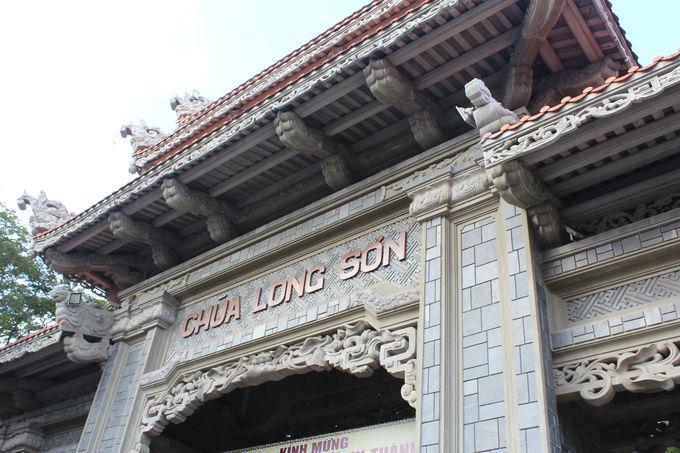 堂々とした仏教寺院「隆山寺」!