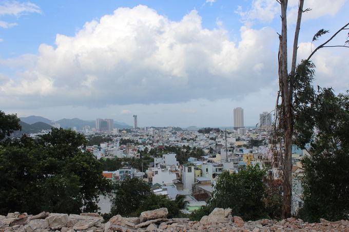 山頂はニャチャンの街一望の絶景スポット!