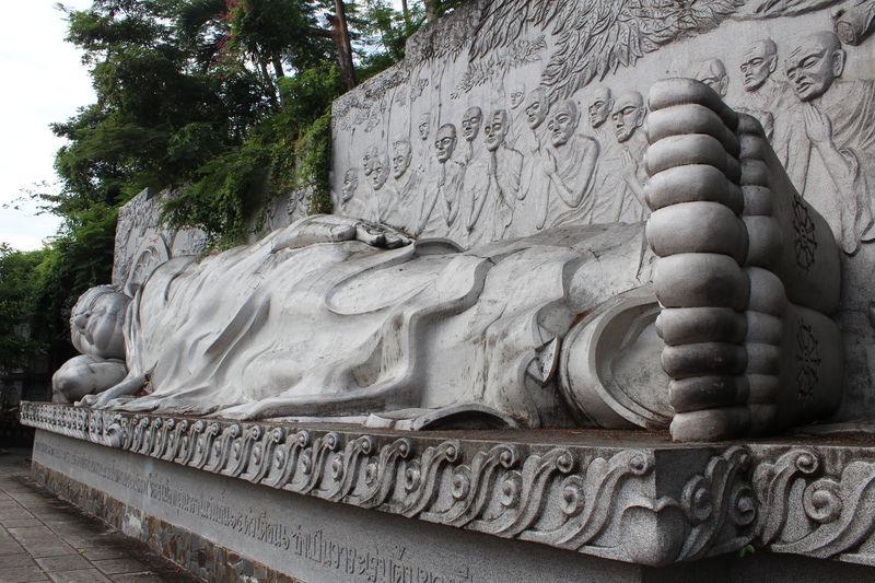 ニャチャン屈指のパワースポット「隆山寺」の涅槃像と絶景