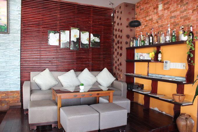 屋上階のレストルームはカフェ&バー