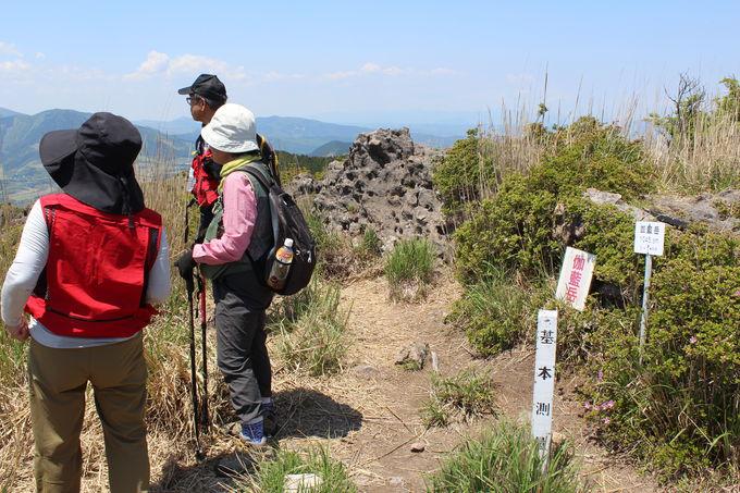 山頂から山側を眺めると由布岳の絶景が!