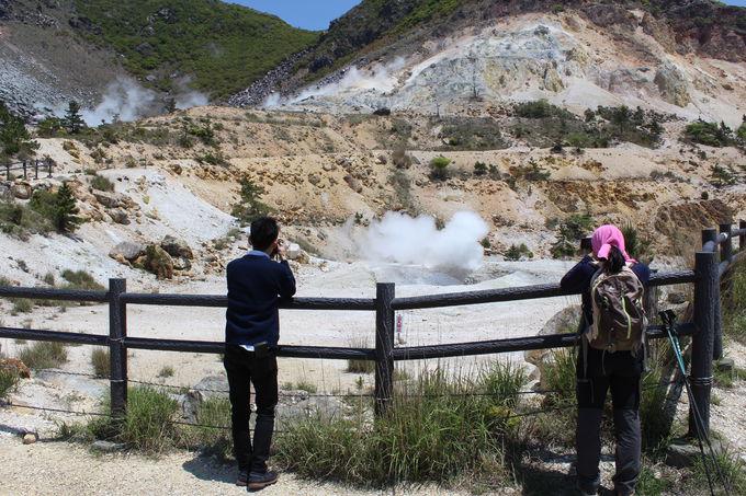 登山道10分で噴火口が現れる!