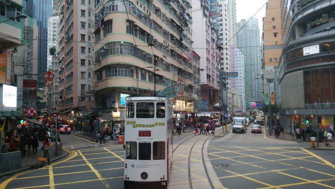 1.香港島トラム沿いの雑居ビル群