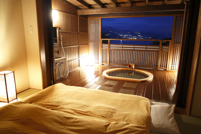 4.起きて3秒の露天風呂!網代温泉「海のはな」/静岡県