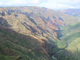 太平洋のグランドキャニオン!?カウアイ島ワイメア渓谷の絶景